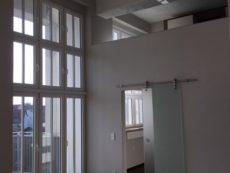 Wohnraum, Blick auf Arbeitszimmer u. Galerie